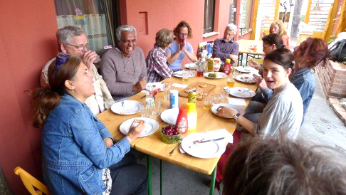 Daily lunch with amateur sculptors
